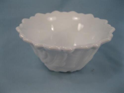 O Small Decorative Floral White Milk Glass Bowl With Feet Leaves Flower Bottom