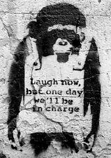 Banksy Poster Affe Laugh now, but one day we'll be in charge und ein Ü-Poster