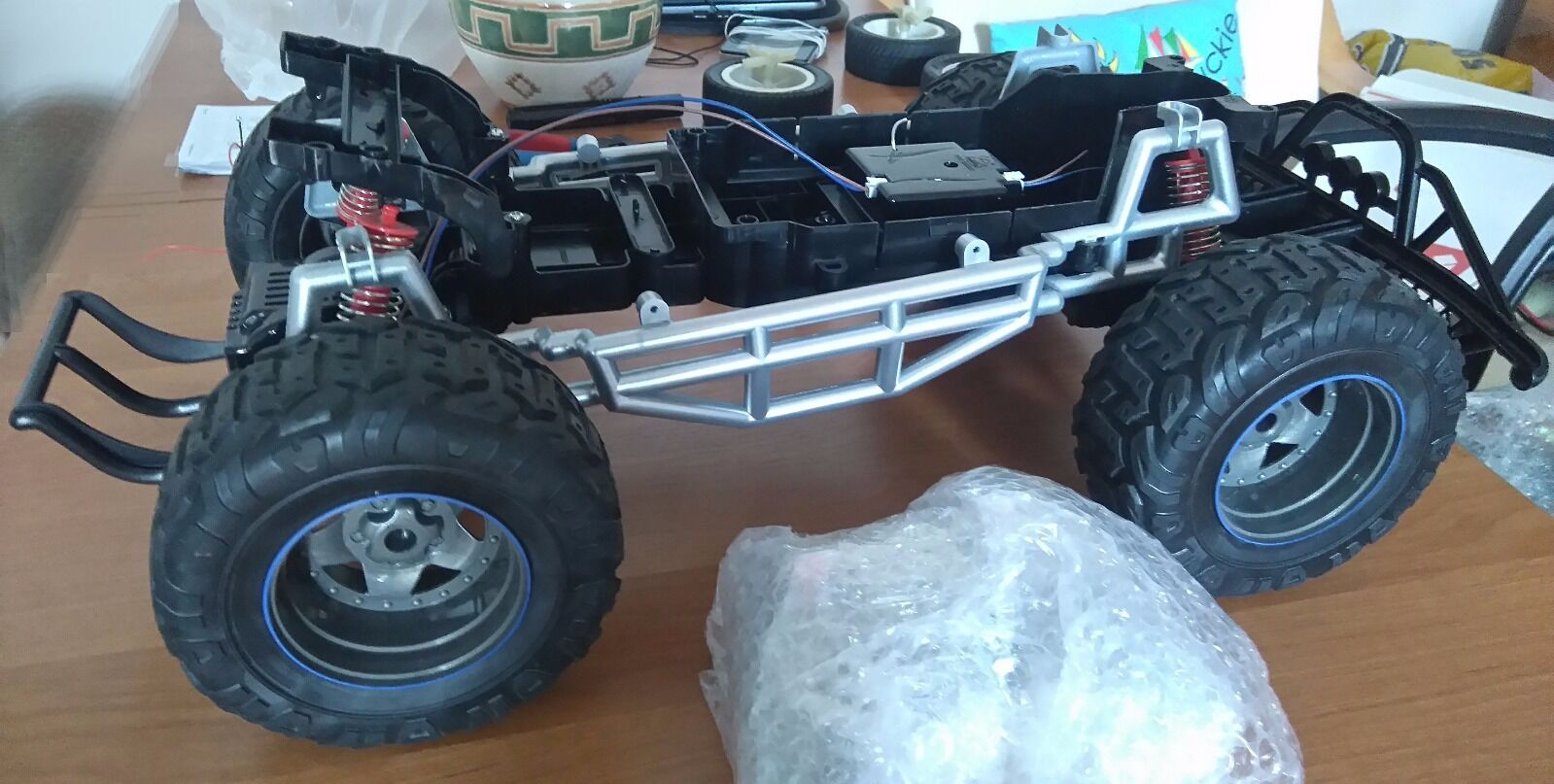 New Bright Ford F-150 Raptor RC Complete new chassis. 1 8 ComplApparatus 2.4GHz.