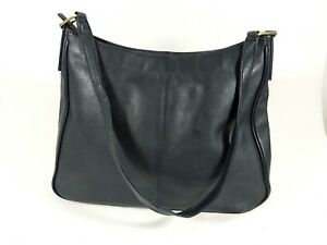 Black-leather-medium-handbag-31cm-x-23cm