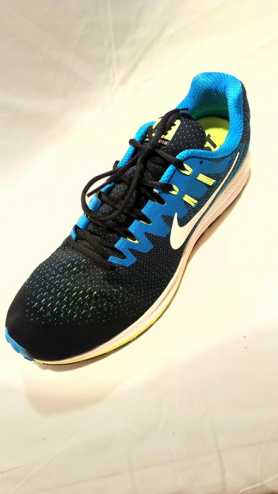 Men Nike Running Zoom structure 20 size 15.Barely worn. bluee