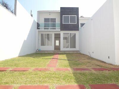 Excelente Casa Nueva con 4 Habitaciones en Privada
