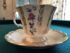 Teacup-and-Saucer-Made-in-England-Royal-Albert-Roses-and-Gold