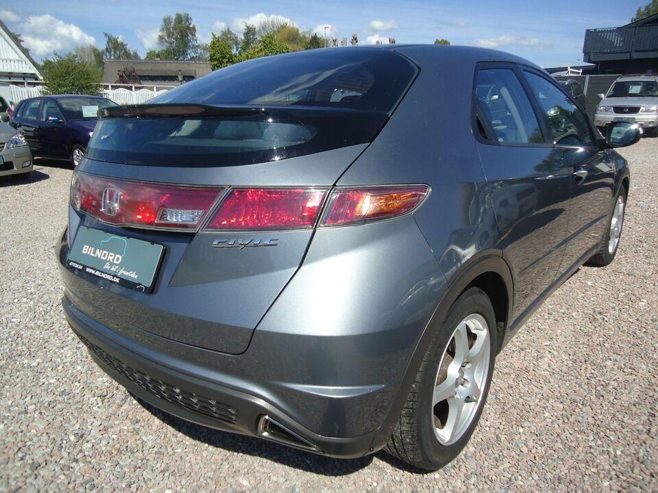 Honda Civic 1,8 Comfort Benzin modelår 2006 km 112000 Grå