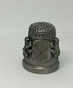 Collectable-PEWTER-Thimble-2-RAMPANT-LIONS-HOLDING-BLANK-SHIELD-BASE-AA121