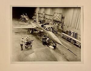 Vintage-Photo-Northrop-Assembly-Plant-YF-17-Fighter-Aircraft-USAF-8-x-10-B-amp-W