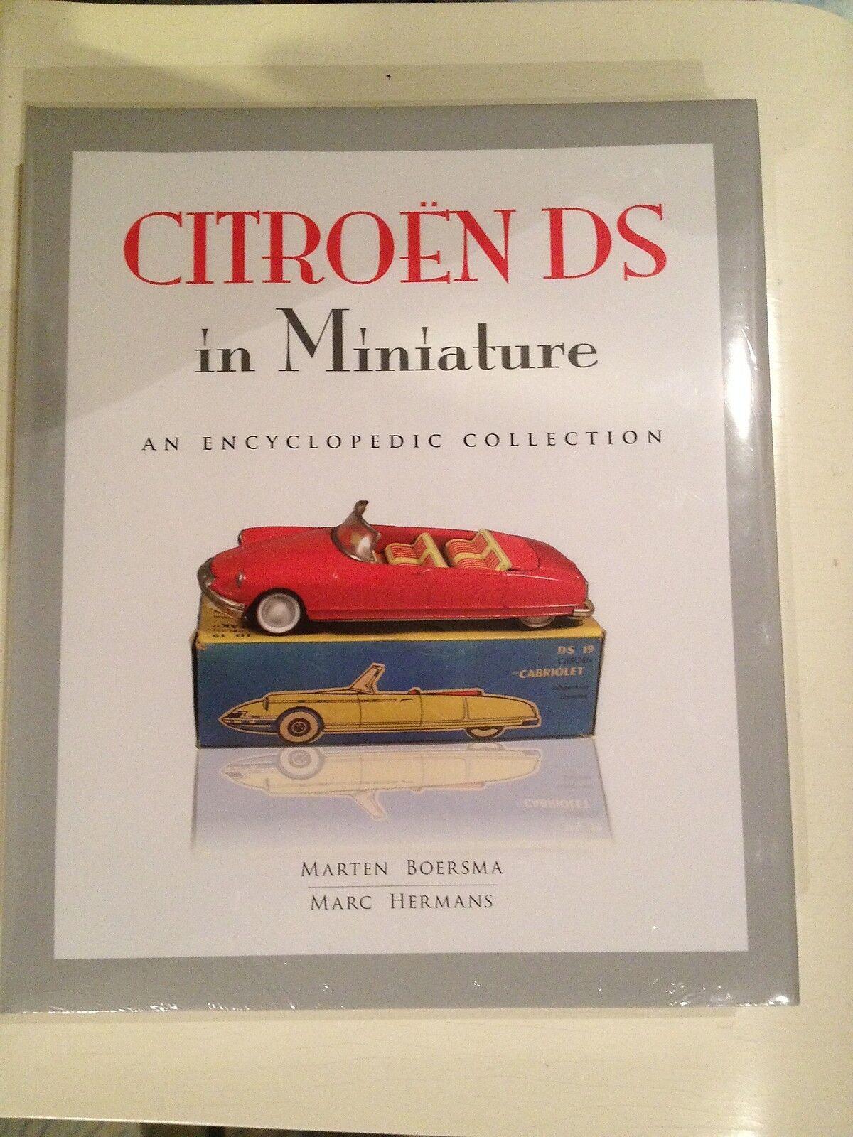 CITROEN DS jouet livre, modèle voitures + tôle jouets 460 pages 5000 Modèles