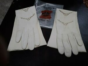 Vtg-Pair-of-Beaded-Ivory-Madova-Mid-20th-Italian-Kid-Leather-Gloves-Sz-6-1-2