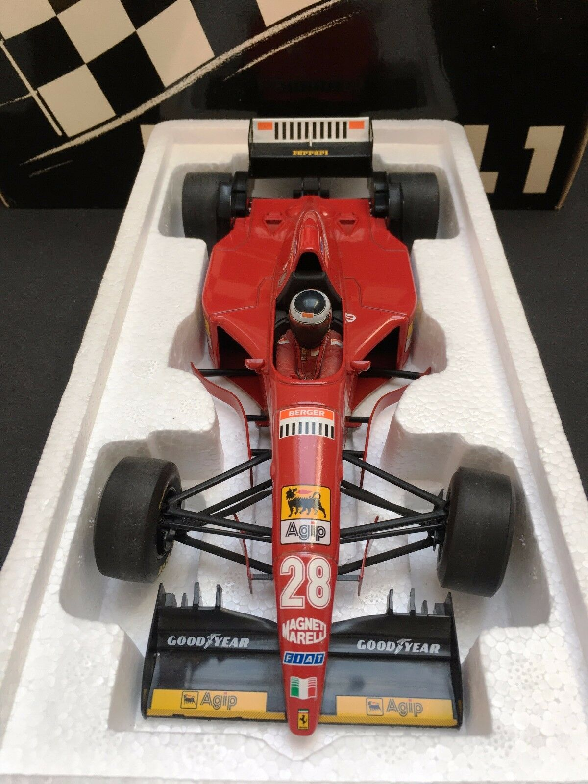 Minichamps - Gerhard Berger - Ferrari - 412T2 - 1995 - 1:18 - Closed Box - Rare