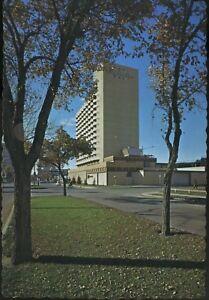 Regina-Inn-Victoria-Avenue-Regina-SK-Sask-Vintage-Postcard-D9