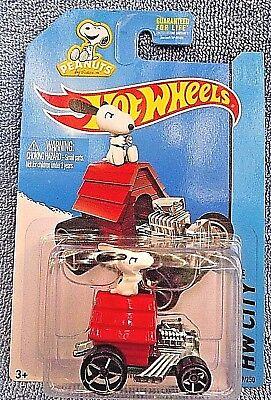 2016 Hot Wheels #222 Peanuts HW Screen TIme 2//5 SNOOPY Red w//OH5 Spoke Wheels