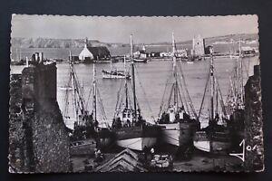 Postkarte-CPSM-animee-Camaret-die-Boote-Fischer-in-der-Hafen