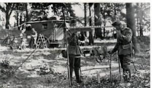 WW-2-Nachrichtentruppe-1-034-Fernsprechstelle-im-Wald-034