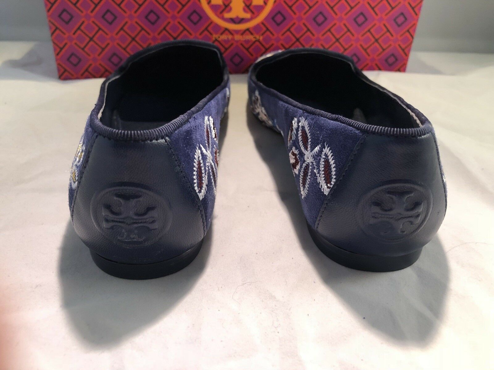TORY BURCH blueE SUEDE SUEDE SUEDE FLORAL EMBROIDERED FLAT WOMEN'S SIZE 5.5   295 a74249