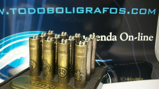 Mechero Clipper acero old style. 4 diseños diferentes . Emblems