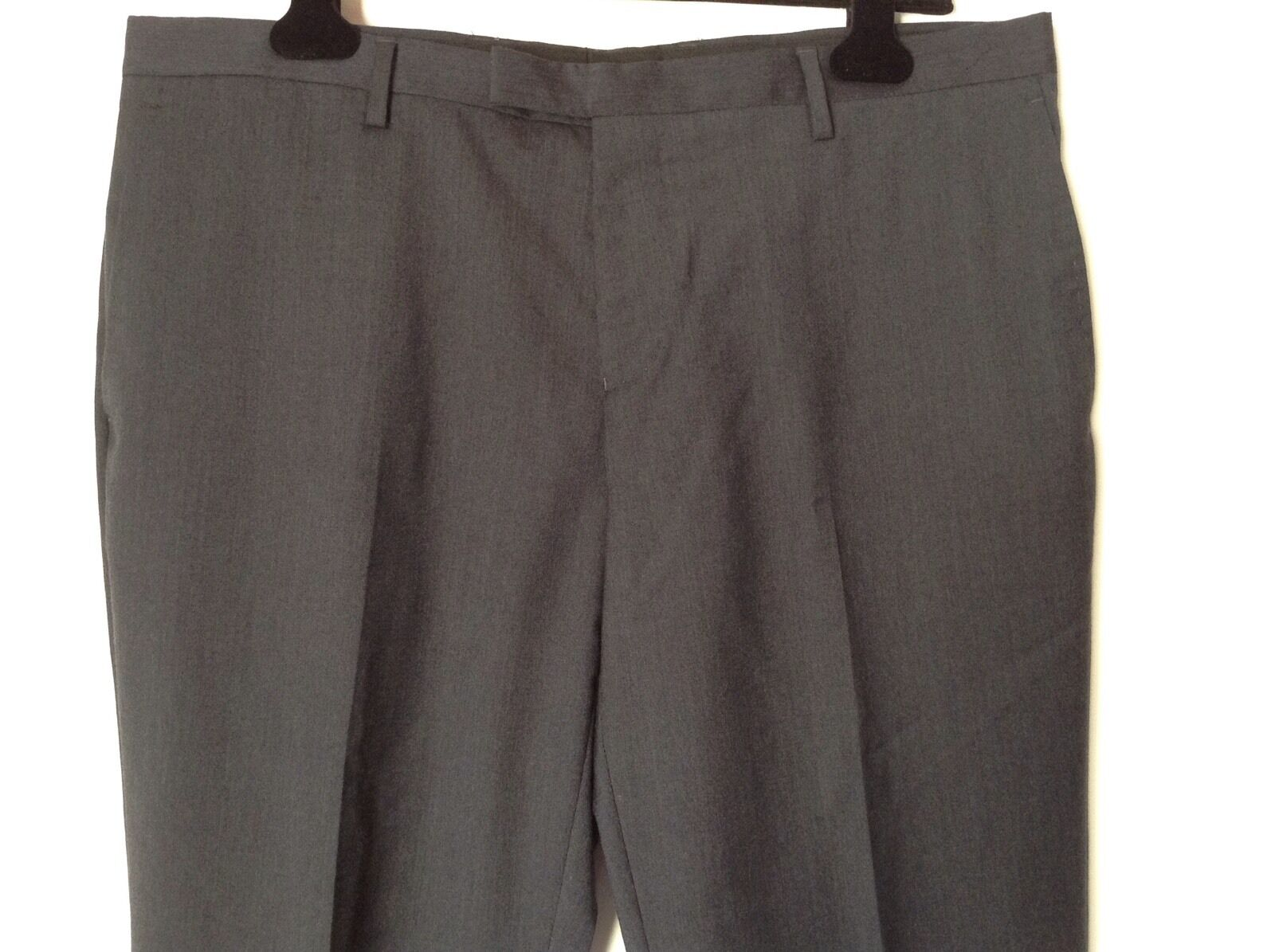 BNWTT 100% auth by DKNY mens Elegant, tailored trousers. 48 cm. RRP