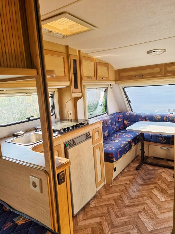 Ferieklar campingvogn, mover, fortelt og div.