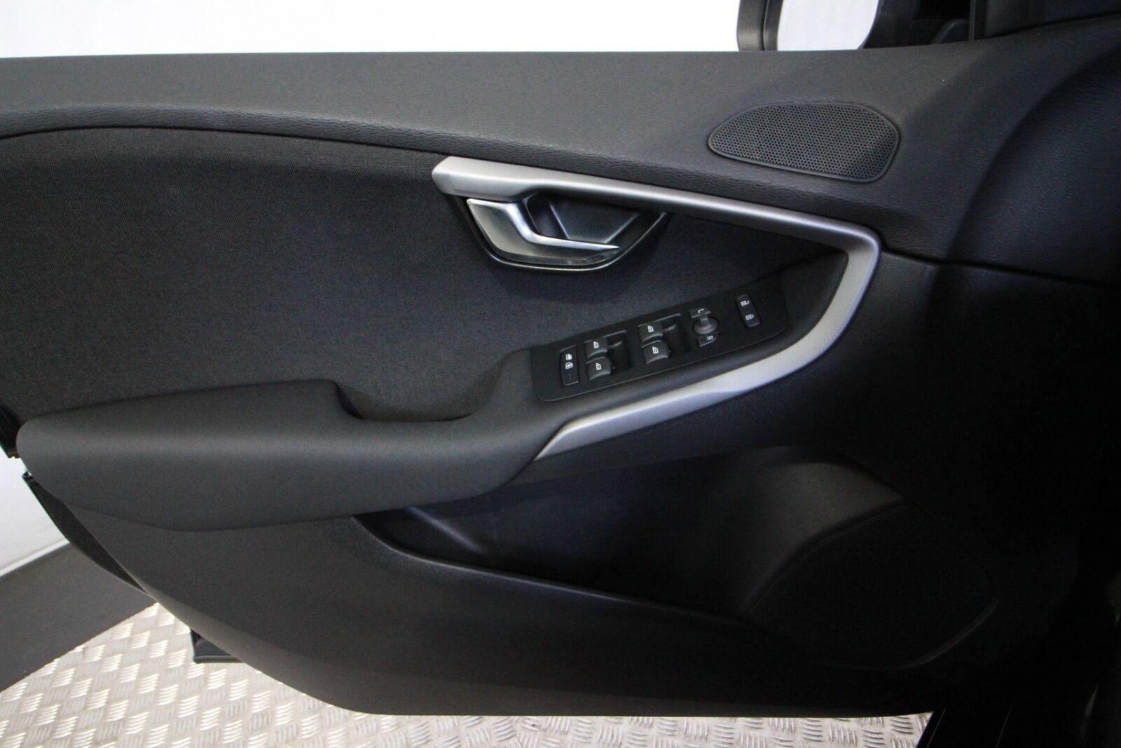 Volvo V40 2018