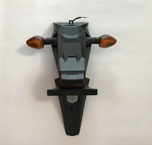 Parafango-posteriore-completo-di-frecce-e-luci-Suzuki-GSR750-63113-08J00-000