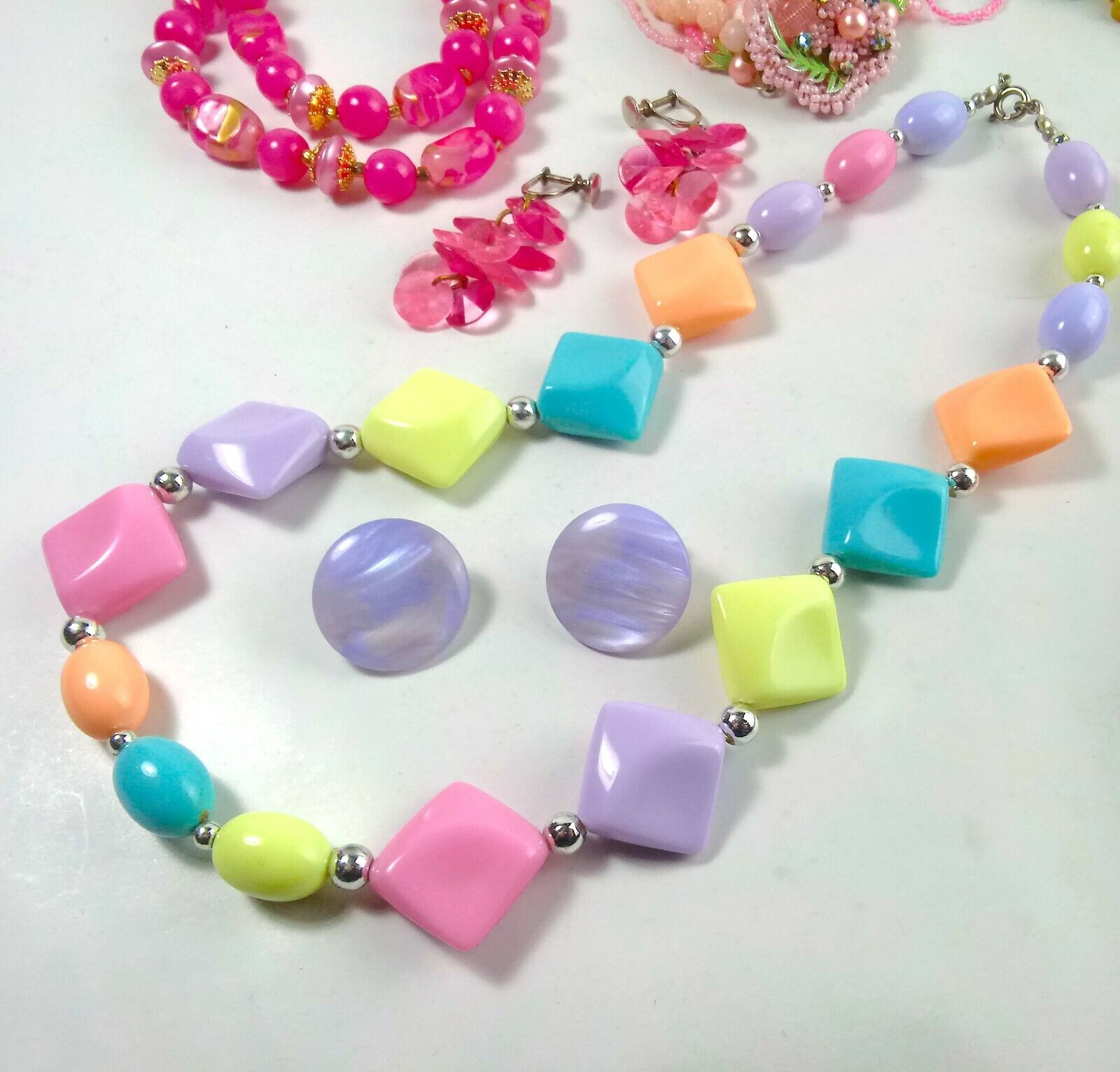 Costume Jewelry Lot Necklaces Bracelet Earrings - image 5
