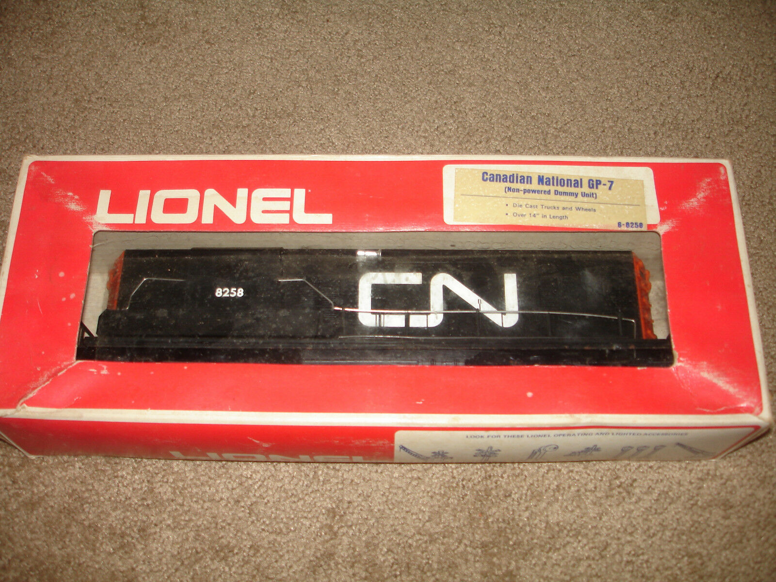 Lionel CN 8258  Train Dummy Engine and CN 9161 Caboose