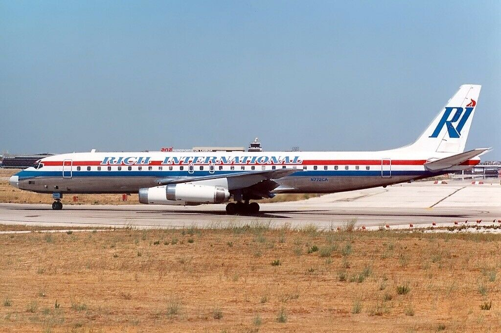 IF862JN0619 1 200 Rich International Airways Douglas DC-8-62 N772CA con Soporte
