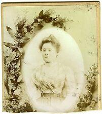 PHOTO CABINET Chanal Puy en Velay une femme prend la pose mode fashion 1900
