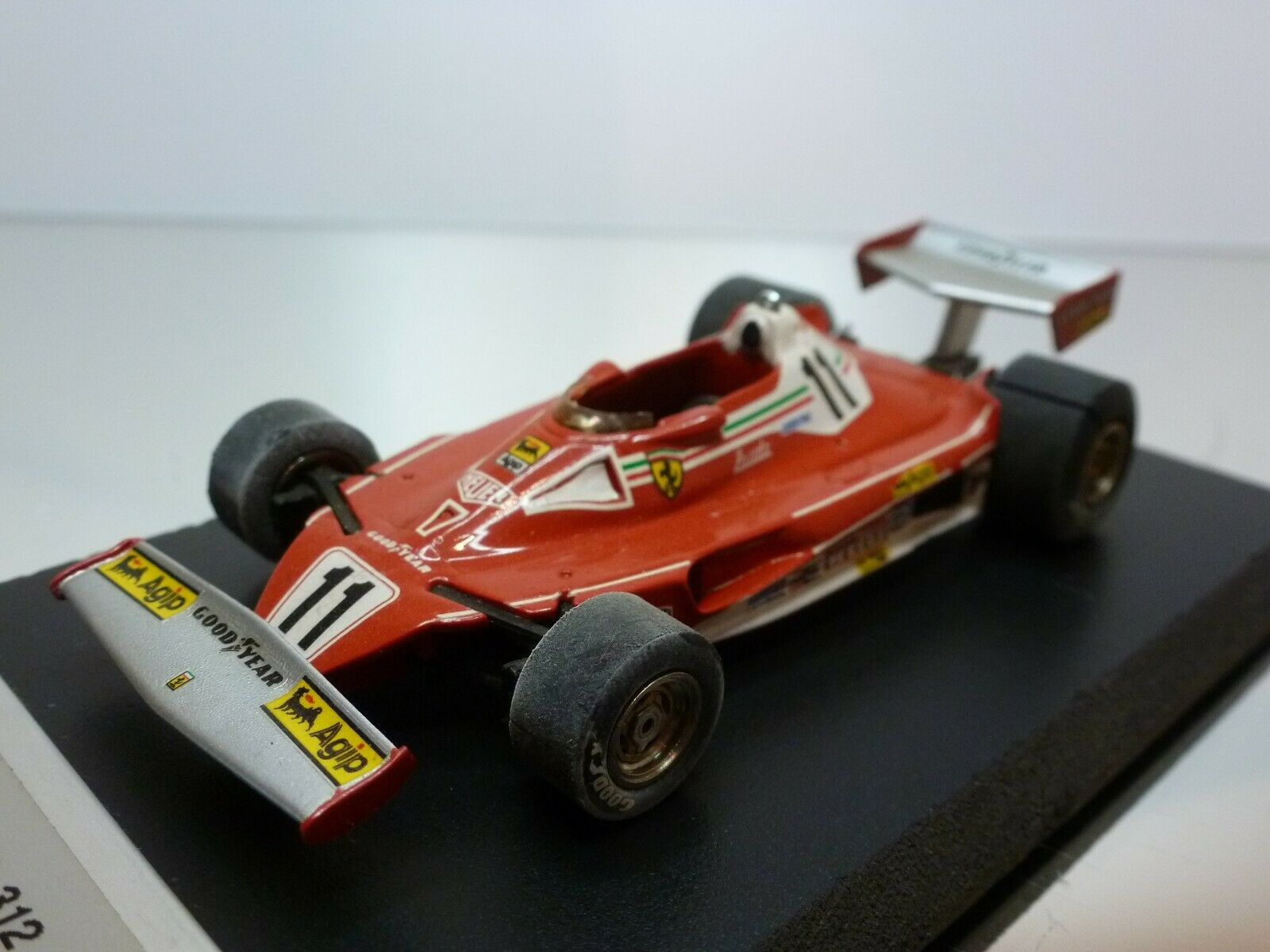 Obtén lo ultimo TENARIV FERRARI 312 T2 - - - GP MONACO '77 LAUDA  11 - F1 rojo 1 43 VERY GOOD on BASE  entrega de rayos