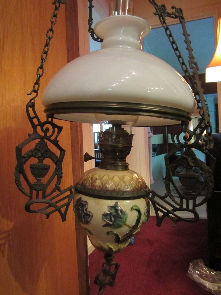 Anden loftslampe, Gl Hollansk Petroleumslampe.. en af