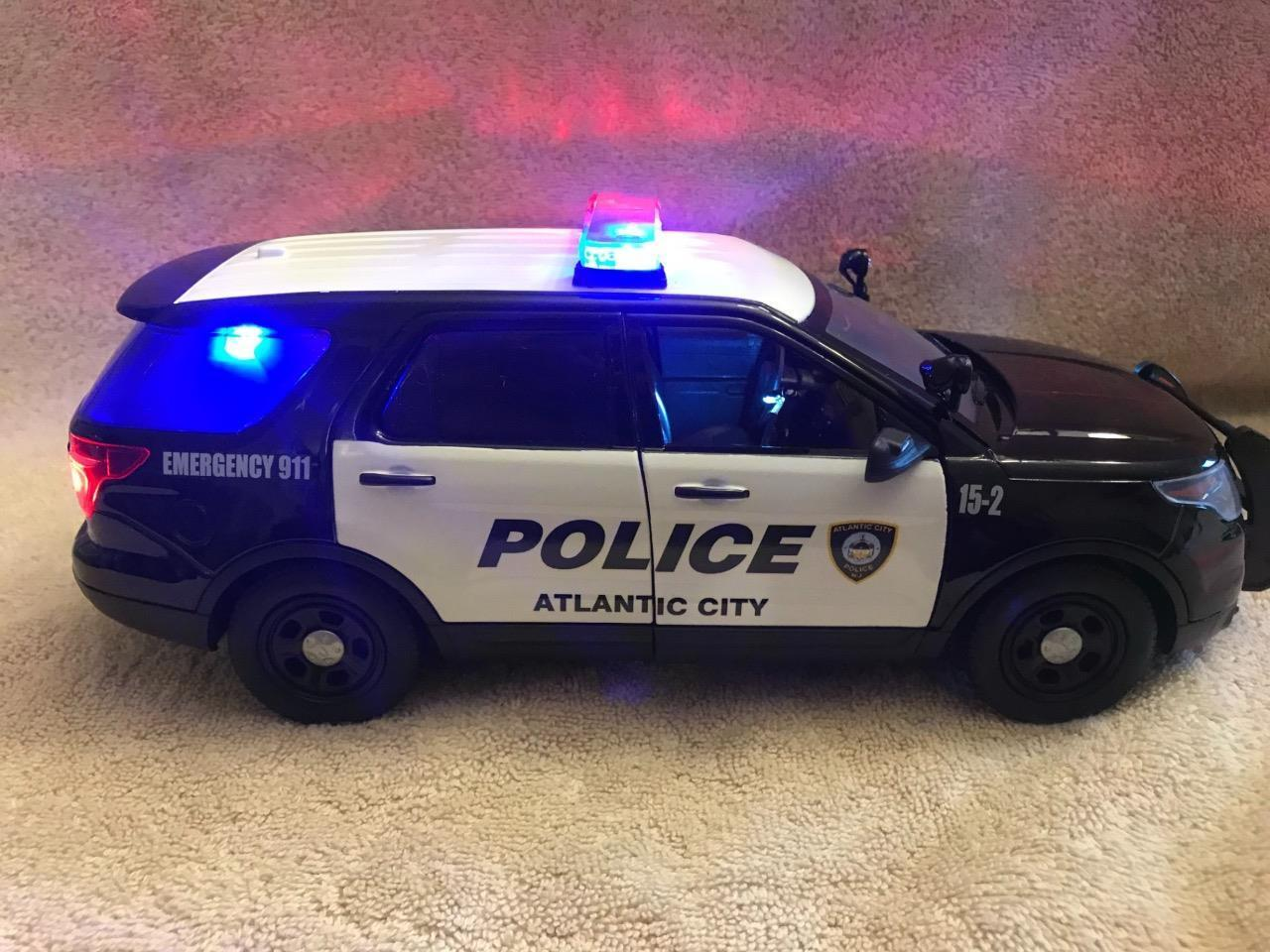 1 18 SCALE ATLANTIC CITY POLICE FORD SUV DIECAST W WORKING LIGHTS AND SIREN