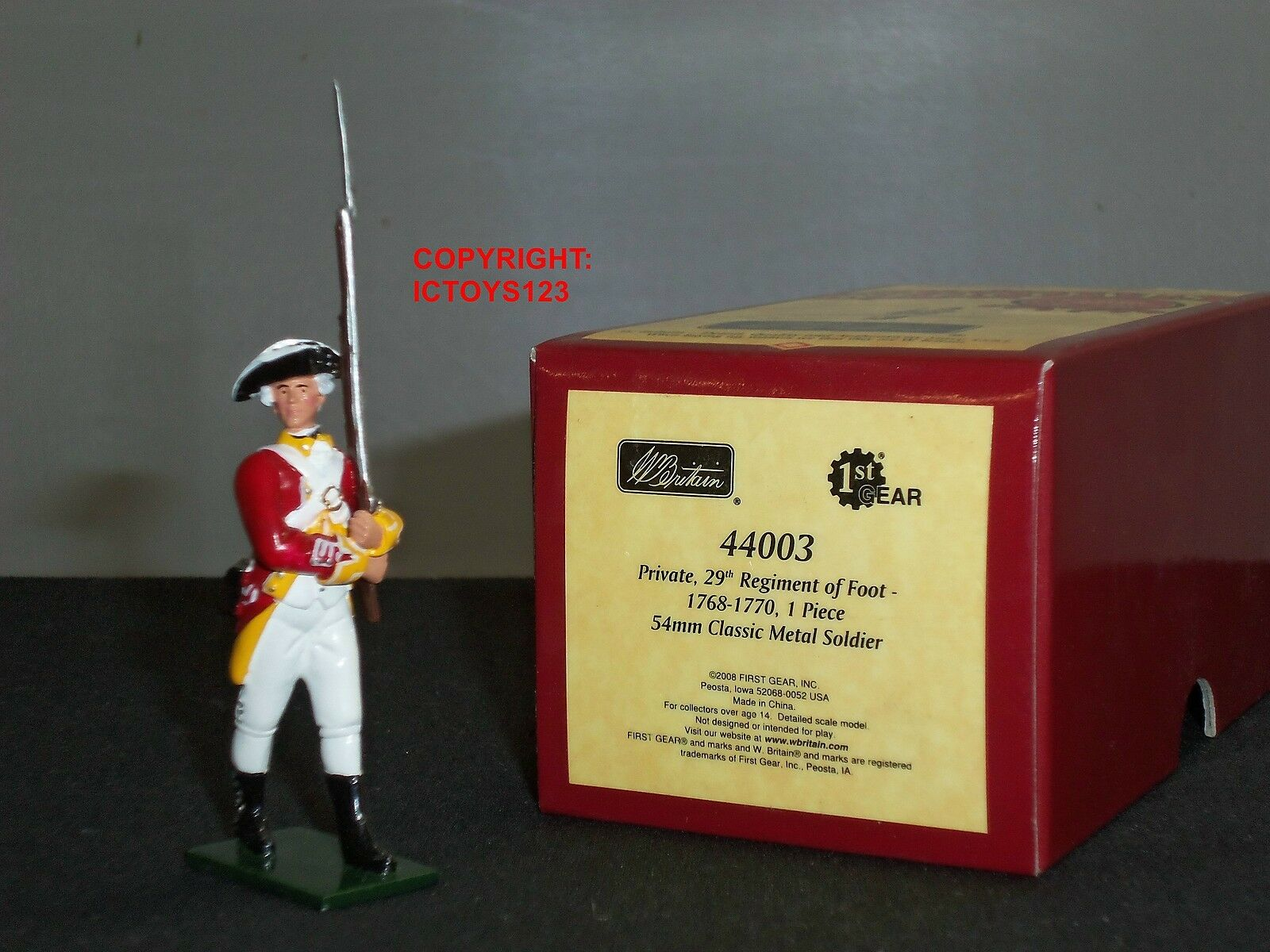 BRITAINS 44003 REDCOATS BRITISH PRIVATE 29TH REGIMENT OF FOOT 1768 TOY SOLDIER