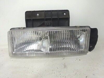 TYC 12-1689-01 Chevrolet//GMC Front Passenger Side Replacement Parking//Side Marker Lamp Assembly