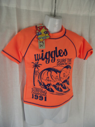 BNWT Boys Sz 4 Cute Navy//Fluro Orange Wiggles Print Licenced Swimming Rash Vest