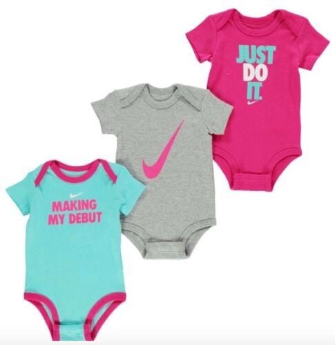 Nike Baby Mädchen Set 3 Bodysuits 0-6 Monate Rosa Pink Weiß Türkis Neu