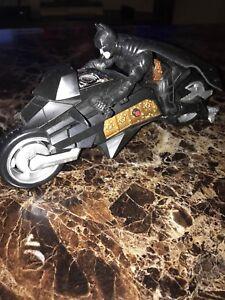 Batman-Dark-Knight-Action-Figure-et-Bat-Bike