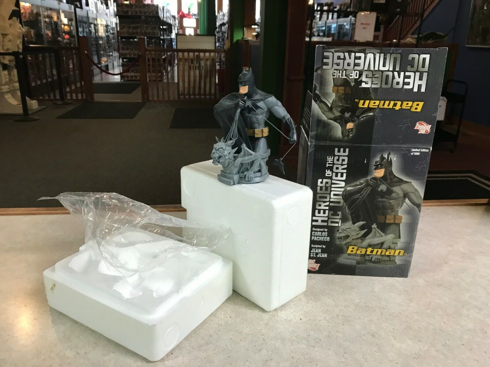 DC Direct Heroes of the DC Universe Batman Porcelain Porcelain Porcelain Bust 6  Tall w  Box 3de178