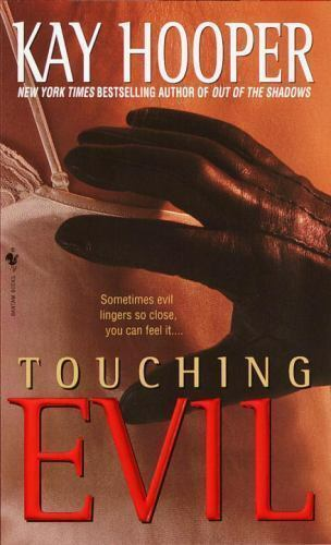 Touching Evil: A Bishop/Special Crimes Unit Novel by Hooper, Kay