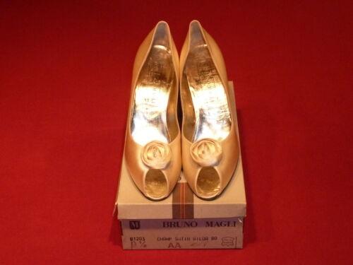 L'orteil Bruno Magli Chaussures Soie Formelles 9 5aanouveau Champagne Rosette Sur En Avec b6ygf7