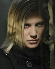 Sackhoff, Katee [Bionic Woman] (31808) 8x10 Photo