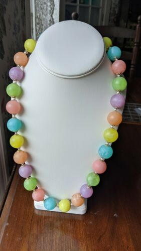 Vintage Frosted Plastic Beaded Necklace Bubblegum