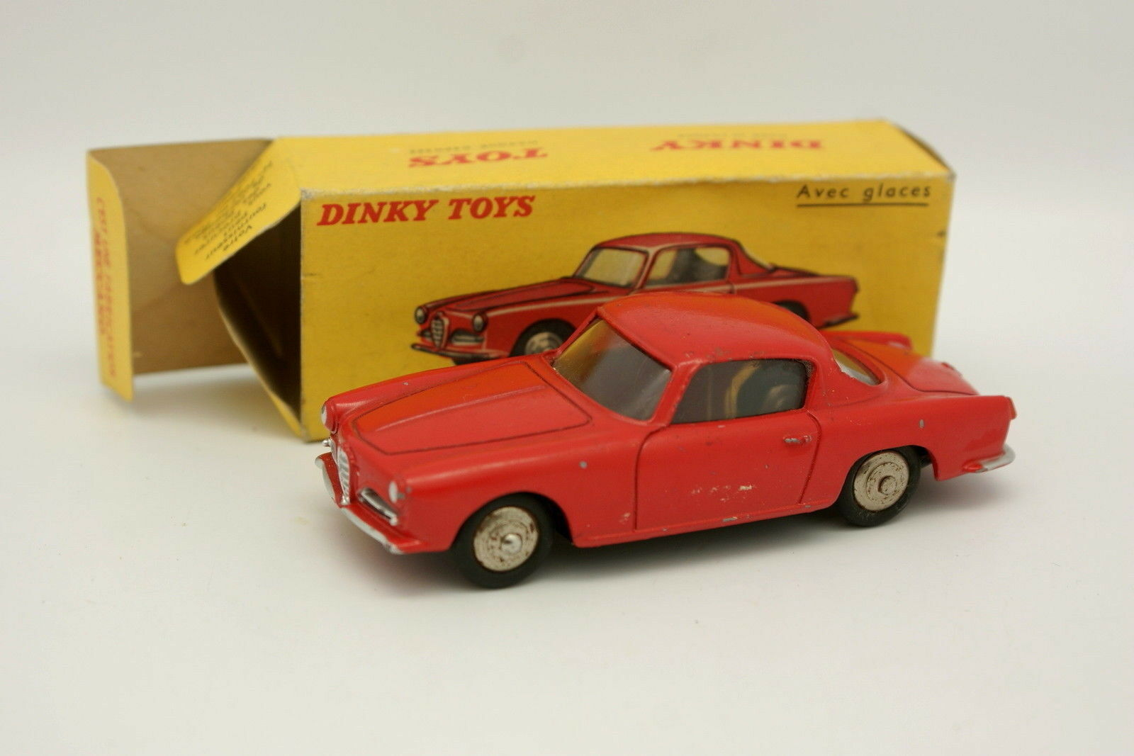 Dinky Toys France 1 43 - Alfa Romeo 1900 Super Sprint  Rouge 24J + Boite
