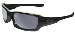 OAKLEY-9238-04-FIVES-SQUARED-POLISHED-BLACK-NERO-LUCIDO-GREY-SUNGLASSES-STAR