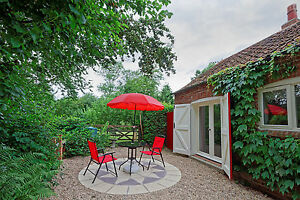 Holiday-Cottage-Lincolnshire-Wolds-Private-Hot-Tub-Sleeps-2-Pets-welcome