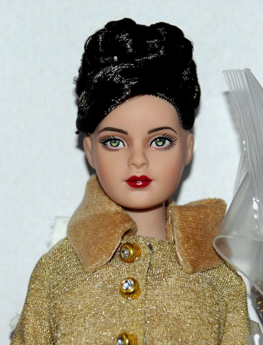 Kitty's Lunch Date Tiny Kitty 10  doll NRFB Tonner 2014 Mint W  stand
