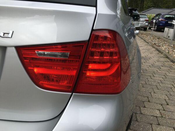 BMW 320d 2,0 Touring Steptr. - billede 2