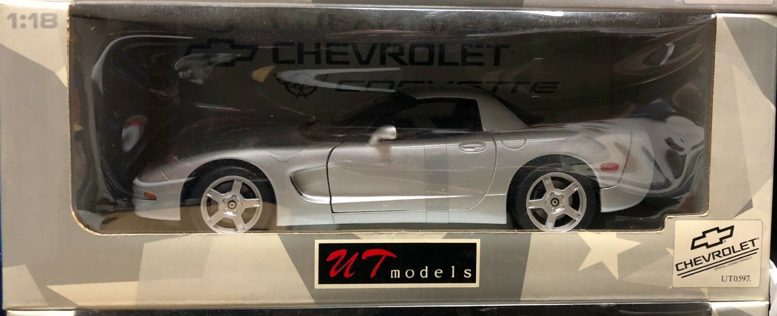 1999 CHEVROLET CORVETTE C5 Hardtop argent par UT MODELS 1 18 Brand New in Box