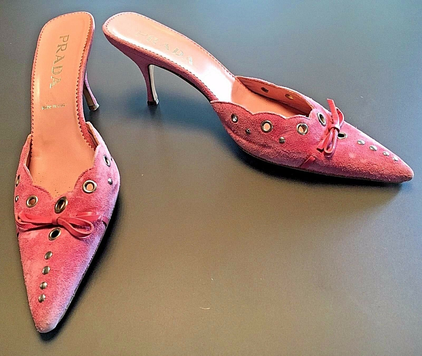 Prada Pink Toed Studded Suede Perforated Pointy Toed Pink Mules Bow Kitten Heels Größe 37.5 0790a1