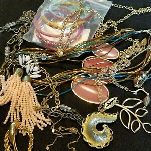 Vintage-To-Now-Wearable-Treasures-Mixed-Fashion-Jewelry-Lot-Resell-17-Piece-11k