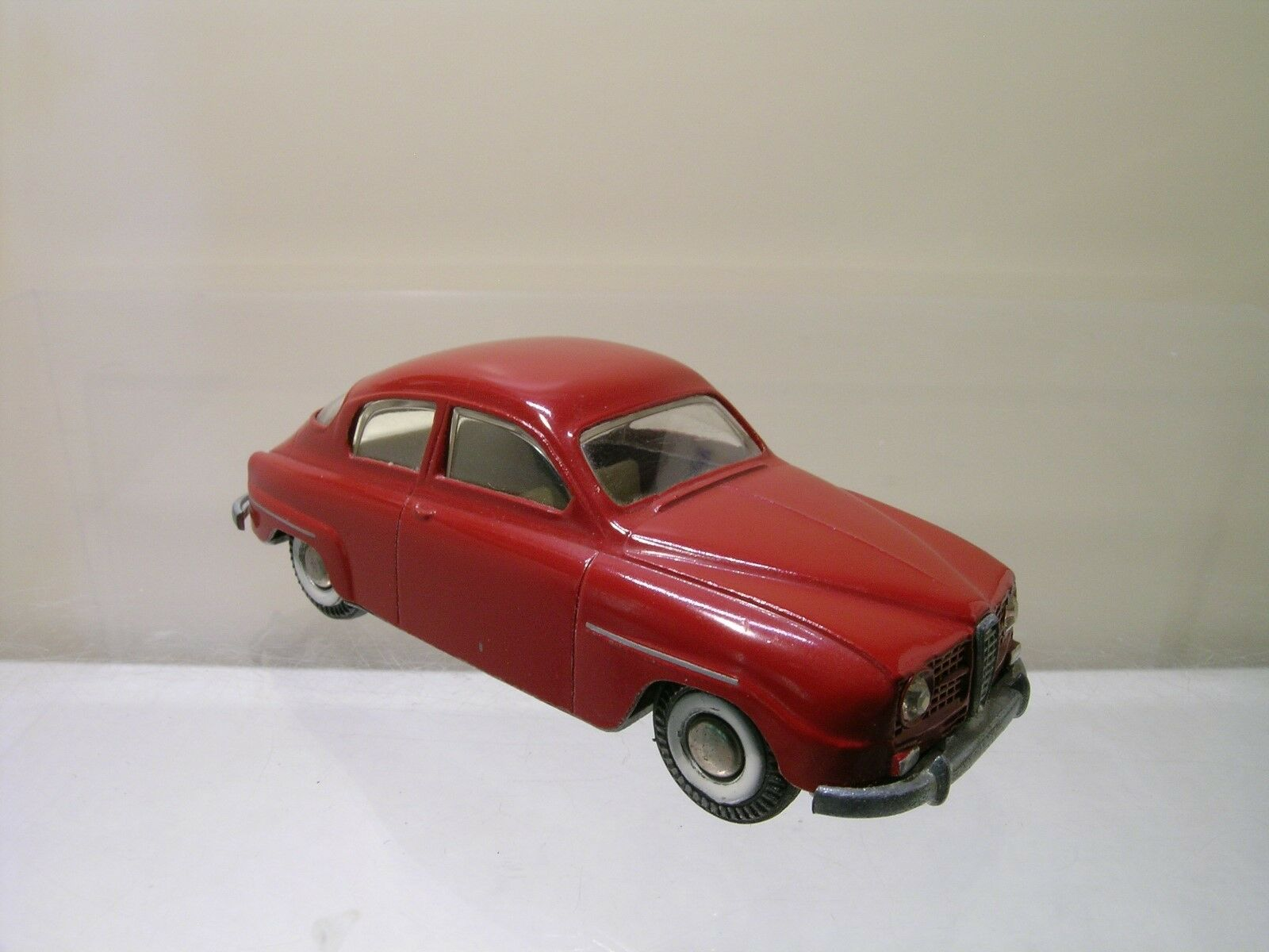 TEKNO DENMARK No. 827/150-1 SAAB 96 1961 rosso COLOUR VERY NEAR-MINT SCALE 1:43