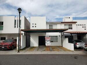 Excelente casa en Venta en Avenida Santa Fe, en privada, Querétaro, Qro.